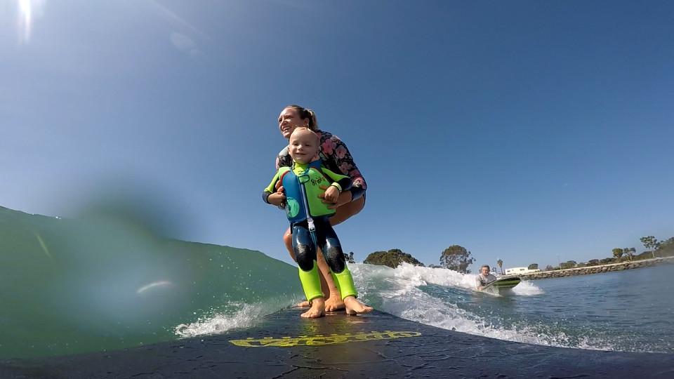 041167b57 Menino de apenas 2 anos e já pratica surf - Buzz Videos - Your Viral videos  website!