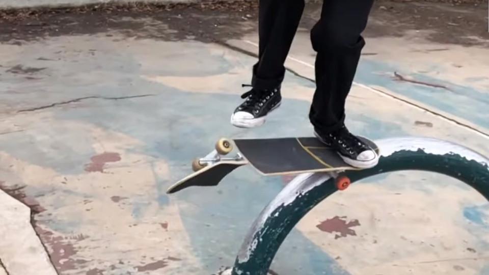 b5dae26dd Jovem dá show de habilidade em skates quebrados - Buzz Videos - Your Viral  videos website!